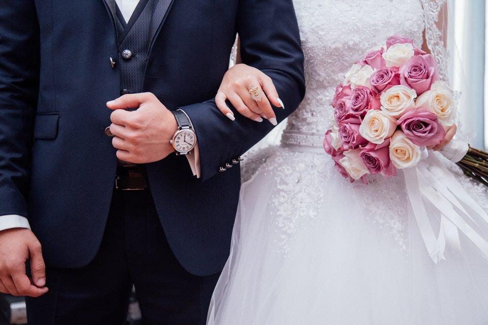 Bruidpaar klaar voor verloving door Saffraan Catering