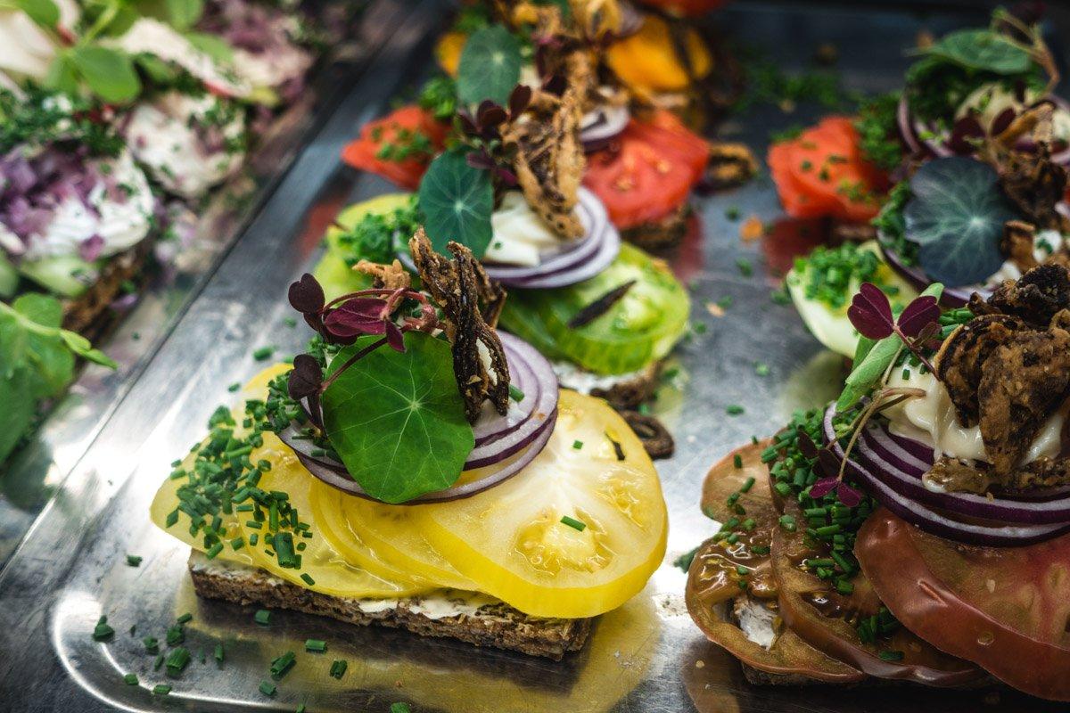 netwerkborrel en borrel hapjes op uw locatie voor elke event evenement en lifestyle thema met saffraan catering organiseren